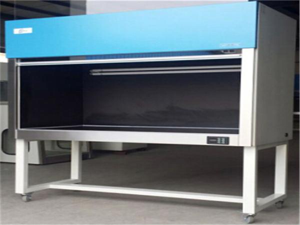 光学镜头公司所应用的黑匣子式超净工作台